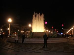 Place Masséna et statues lumineuses de Jaume Plensa et fontaine Masséna