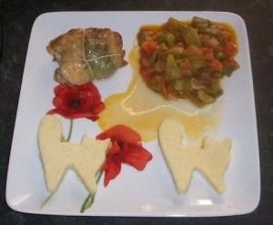 Roulade de poulet au basilic, compotée de poivrons tomates, gnocchis à la romaine