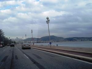 vue des collines de Nice, au fond les collines enneigées